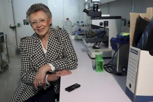 Francoise Barre-Sinoussi, French virologist and director of the Regulation of Retroviral Infections Division (Unite de Regulation des Infections Retrovirales) at the Institut Pasteur, poses during an interview with Reuters, in Paris, France, October 1, 2015. REUTERS/Philippe Wojazer